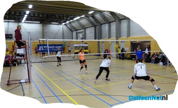Lekker volleyballen in de Trefkoele - Foto: Ingezonden foto