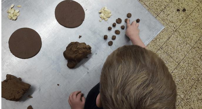 Uitstapje kinderen  Partou naar plaatselijke bakker - Foto: eigen geleverde foto
