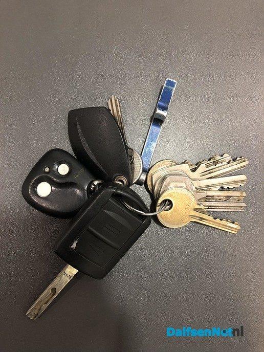 Gevonden sleutelbos is weer op de plek - Foto: Ingezonden foto