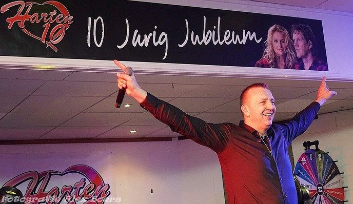 Manderveen vol met Harten 10 fans!! Het Dorpje was zaterdagavond even verdubbeld