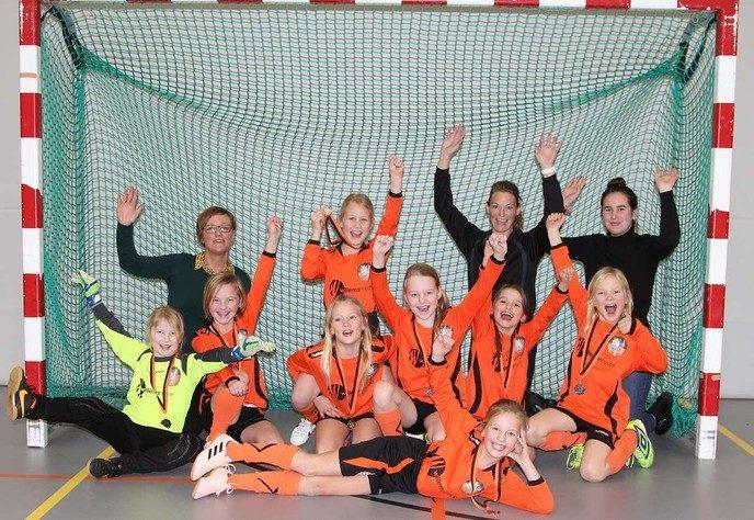 S.V. Nieuwleusen Meisjes onder 9 zaalkampioen - Foto: eigen geleverde foto
