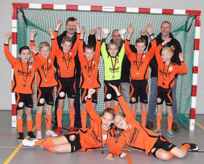 S.V. Nieuwleusen JO11-3 kampioen in de zaal - Foto: eigen geleverde foto