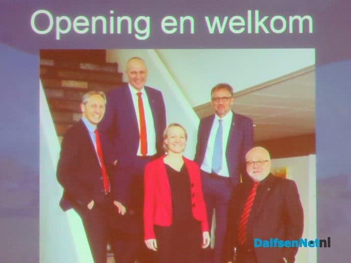 College bezoekt Hoonhorst en treft een volle zaal - Foto: Wim