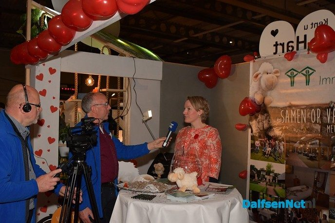 Burgemeester Erica van Lente heeft de Damitobeurs geopend - Foto: Johan Bokma