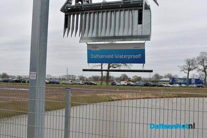 Gedeputeerde en Waterschapbestuurder openen gemaal De Broekhuizen en Dalfserveldwetering - Foto: Johan Bokma
