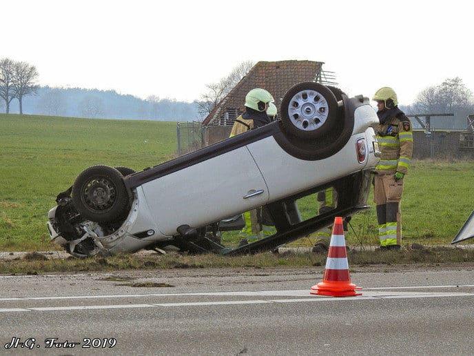 Auto ramt verkeersbord en snelheids indicatie bord