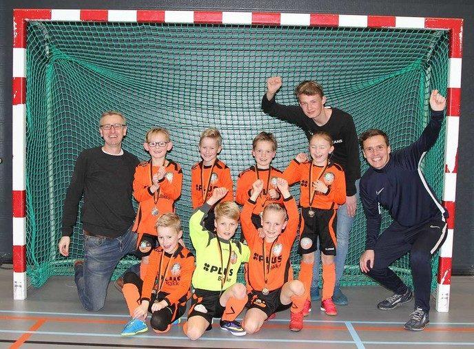 S.V. Nieuwleusen JO8-1 kampioen in de zaal - Foto: eigen geleverde foto