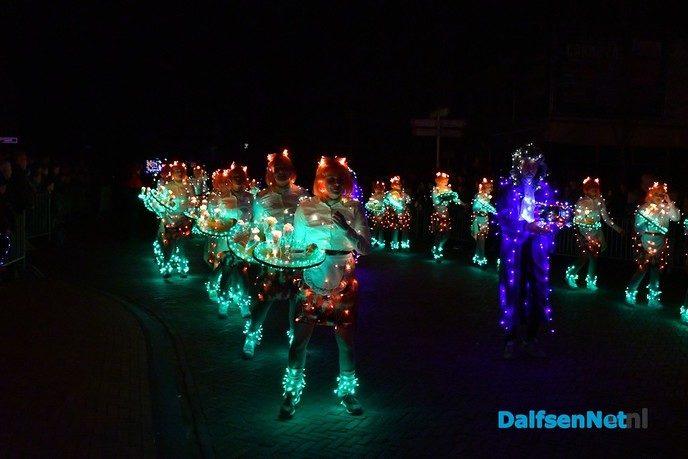 Duizenden bezoekers bij Multilight Verlichte Optocht Lemelerveld - Foto: Johan Bokma
