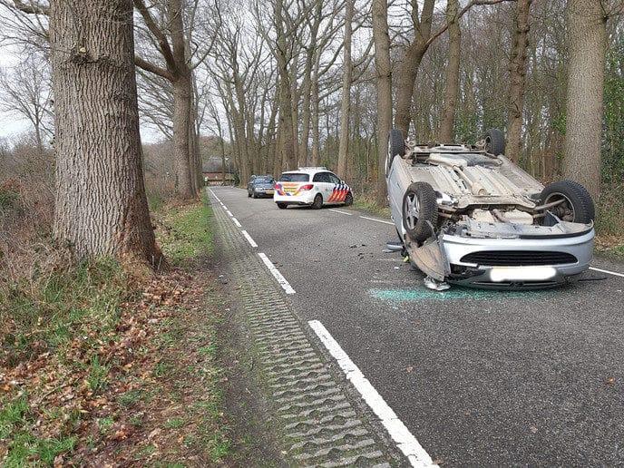 Auto op de kop - Foto: Niels Jansen