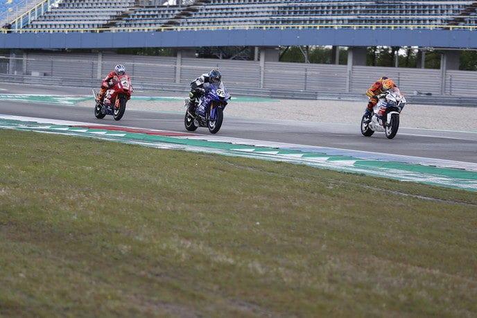 Jeroen Hilster derde in enerverende race