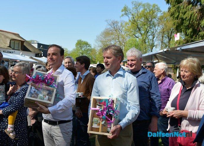 Introductie Vechtdalbox met lekkers uit de streek tijdens boerenmarkt - Foto: Johan Bokma
