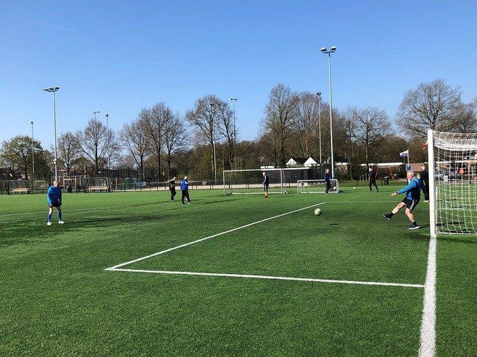 Zonnige start voor Walking Football-groep in Dalfsen