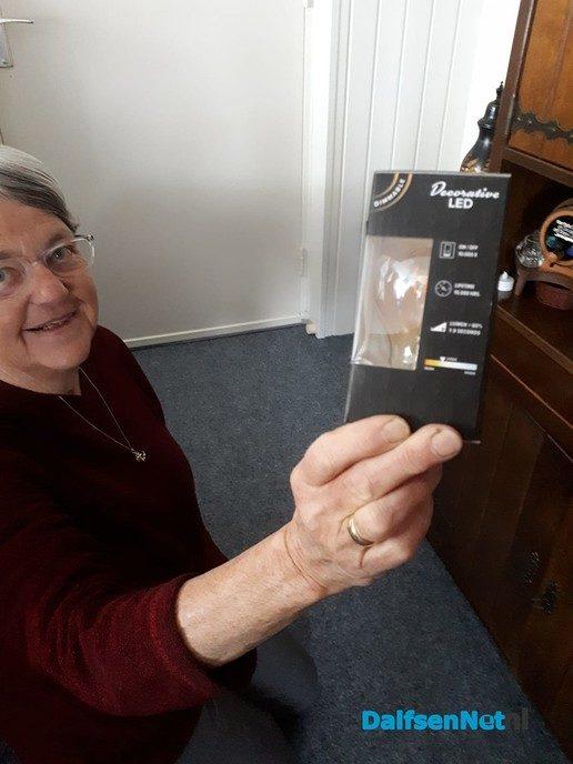 E-Team Cazemier vervangt lampen - Foto: Ingezonden foto