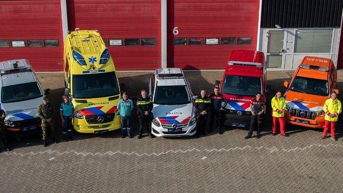 Nieuwe strepen voertuigen hulpverleningsdiensten - Foto: Politie