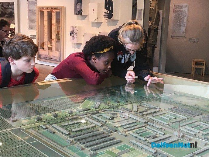 Leerlingen bezoeken Westerbork - Foto: Ingezonden foto