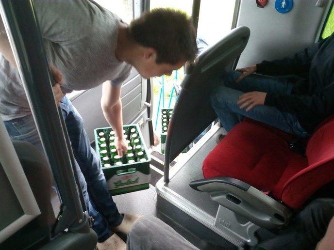Bussen met høkers onderweg naar Normaal, met Update 2