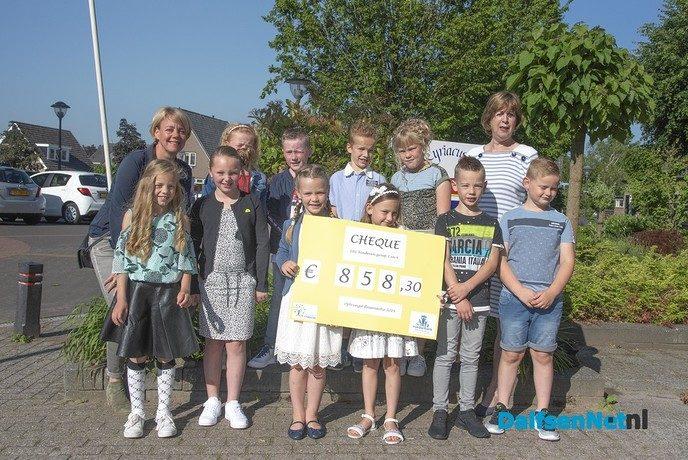 Geld voor voedselbank Dalfsen - Foto: Ingezonden foto