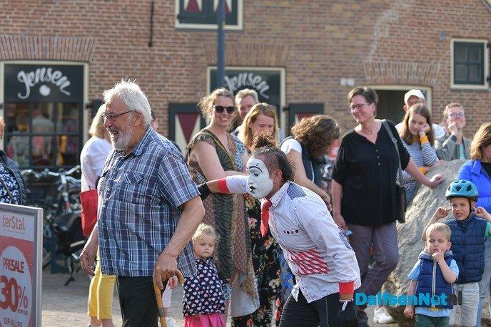 Veel publiek bij Kunsten op straat in Dalfsen - Foto: Johan Bokma