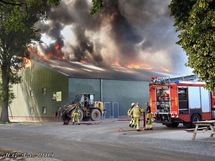 Grote brand pluimveebedrijf Veldhoevenweg
