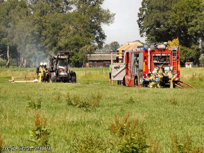 Trekker in brand aan de Woestenweg