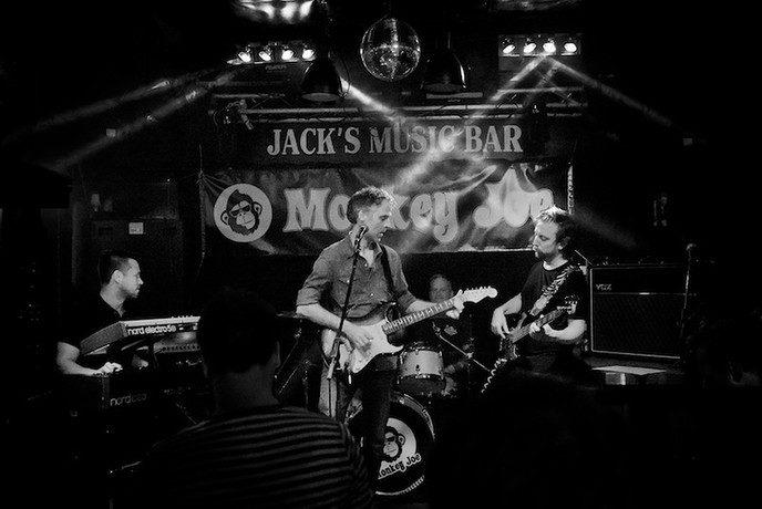 Bluesrockband Monkey Joe op festival The Living Village - Foto: eigen geleverde foto