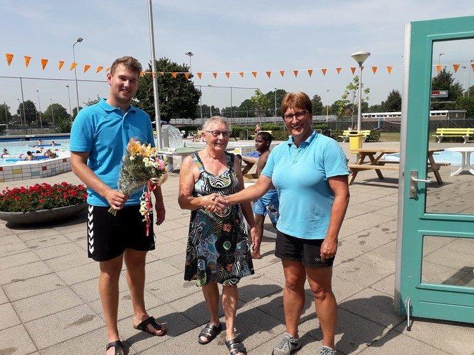 Ook 25.000-ste bezoeker in zwembad Nieuwleusen - Foto: eigen geleverde foto