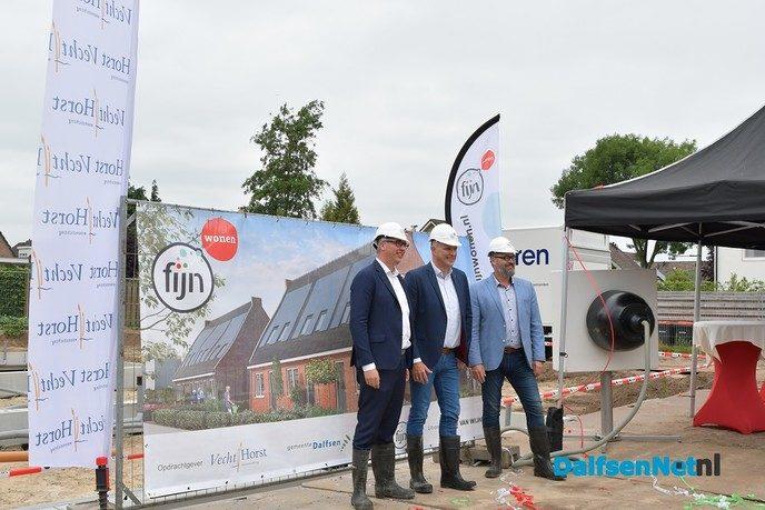 Bouw sociale huurwoningen Woonstichting VechtHorst aan Weerdhuisweg in Lemelerveld officieel van start - Foto: Johan Bokma