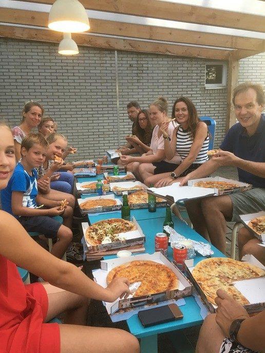 MHC Dalfsen opent seizoen met pizza's - Foto: eigen geleverde foto