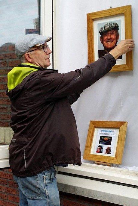 Man met hoofddeksel komt weer terug - Foto: Paul Scholten
