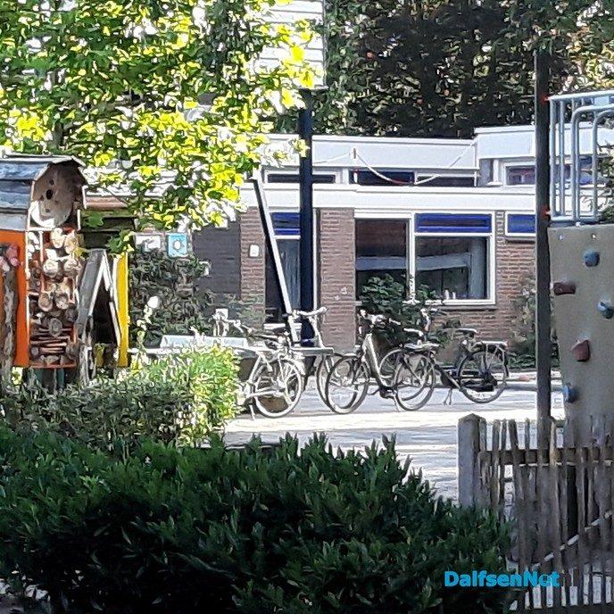 Hangjongeren in Oudleusen - Foto: Ingezonden foto
