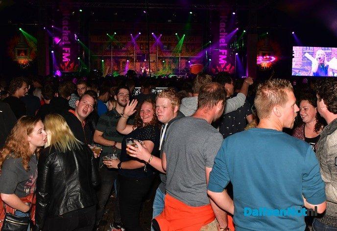 Springen, zingen en deurdonderen bij de Kachel FM - Foto: Johan Bokma