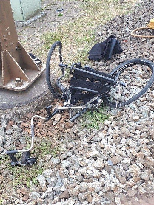 Rolstoeler bijna verongelukt onder de trein - Foto: Politie Vechtdal