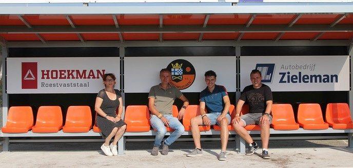 S.V. Nieuwleusen bedankt sponsoren dug-outs - Foto: eigen geleverde foto
