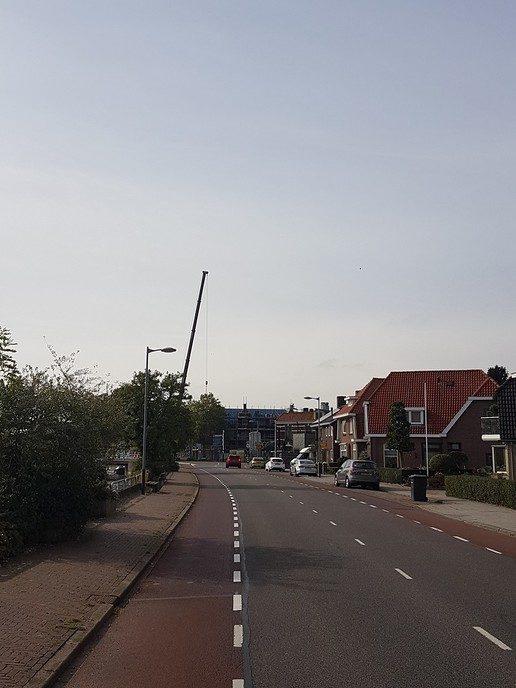 En weg is de bouwkraan - Foto: eigen geleverde foto