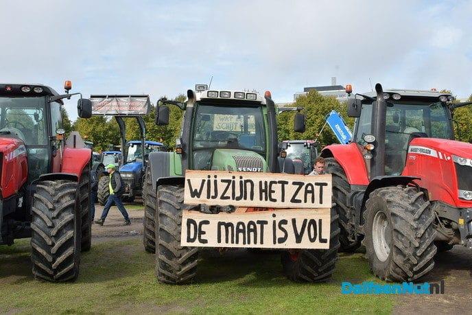 Naar schatting 3000 tractoren in De Bilt voor boerenprotest - Foto: Johan Bokma
