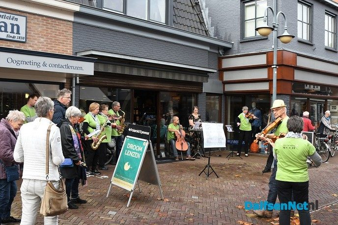 Flashmob Salonorkest Spoom in centrum Dalfsen - Foto: Johan Bokma