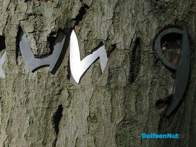 Boom eet de letters op - Foto: Wim