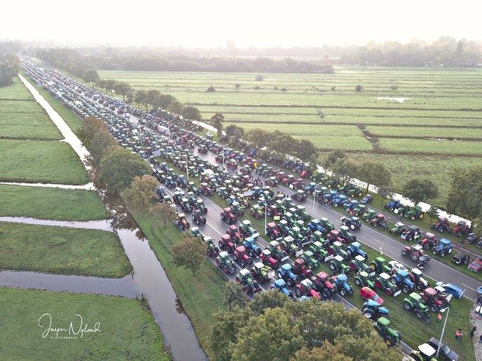 Naar schatting 3000 tractoren in De Bilt voor boerenprotest