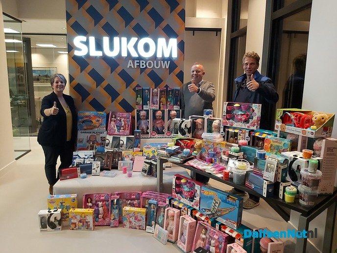 Slukom vol met cadeautjes voor sinterklaas actie Zwolle - Foto: Ingezonden foto
