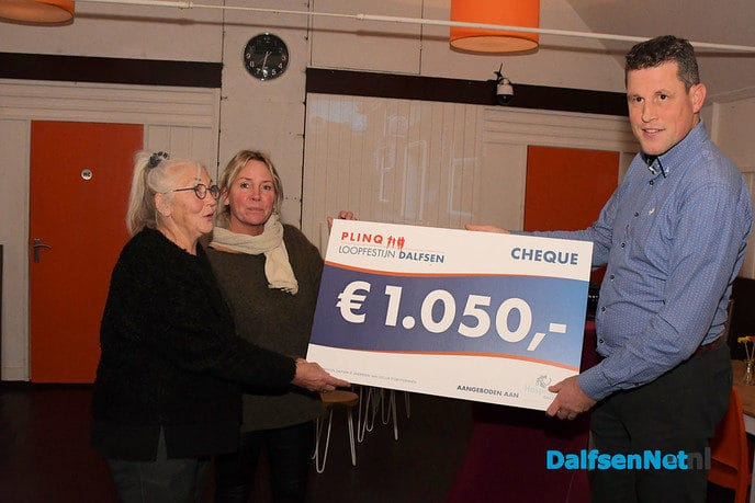 PLINQ-Loopfestijn schenkt Hospice Dalfsen ruim Є1000 - Foto: Johan Bokma