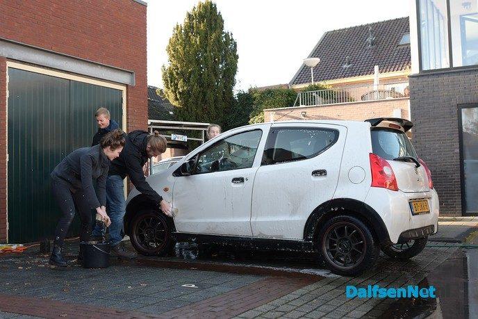 0529 Unites levert bijna 50 auto's spic en span af - Foto: Johan Bokma