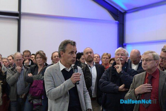 Rutte praat met boeren op VVD-bijeenkomst in de Vinkenbuurt - Foto: Johan Bokma