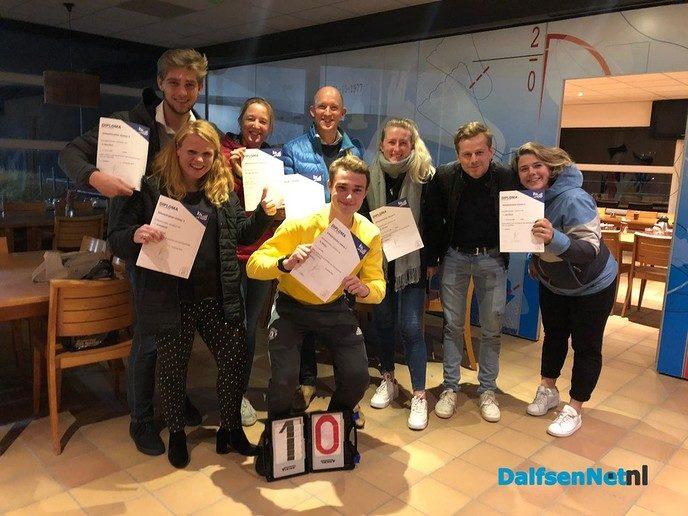 Zes gediplomeerde schaatstrainers erbij - Foto: Ingezonden foto