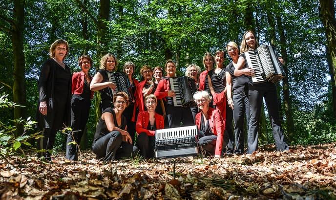 Accordeonmuziek in het Sterrebos, dat is eens wat anders - Foto: eigen geleverde foto