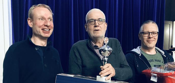 Wim Niens wint klaverjasmarathon Emmagebouw - Foto: eigen geleverde foto
