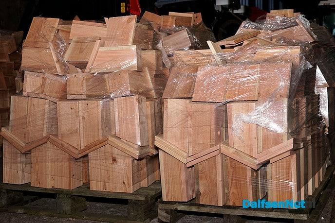 Eerste nestkastje afgehaald op gemeentewerf Nieuwleusen - Foto: Paul Scholten