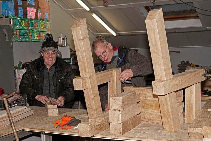 Gerooide eiken worden zitbanken - Foto: Paul Scholten