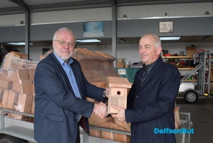 Eerste nestkastje afgehaald op gemeentewerf Nieuwleusen - Foto: Johan Bokma