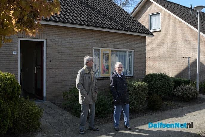 Zanger verrast bewoners  Rosengaerde - Foto: Johan Bokma