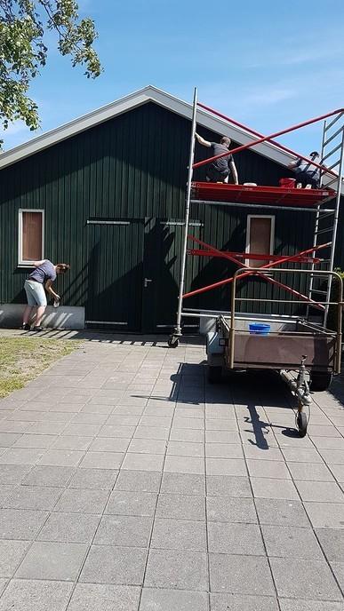 Jongeren Vilsteren druk aan het schilderen - Foto: eigen geleverde foto